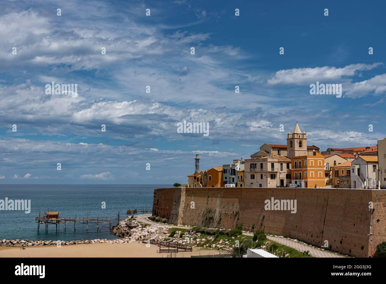Termoli. Einblicke in die Altstadt. Termoli ist eine italienische Stadt mit  32 953 Einwohnern in der Provinz Campobasso in Molise. Termoli liegt  entlang Stockfotografie - Alamy