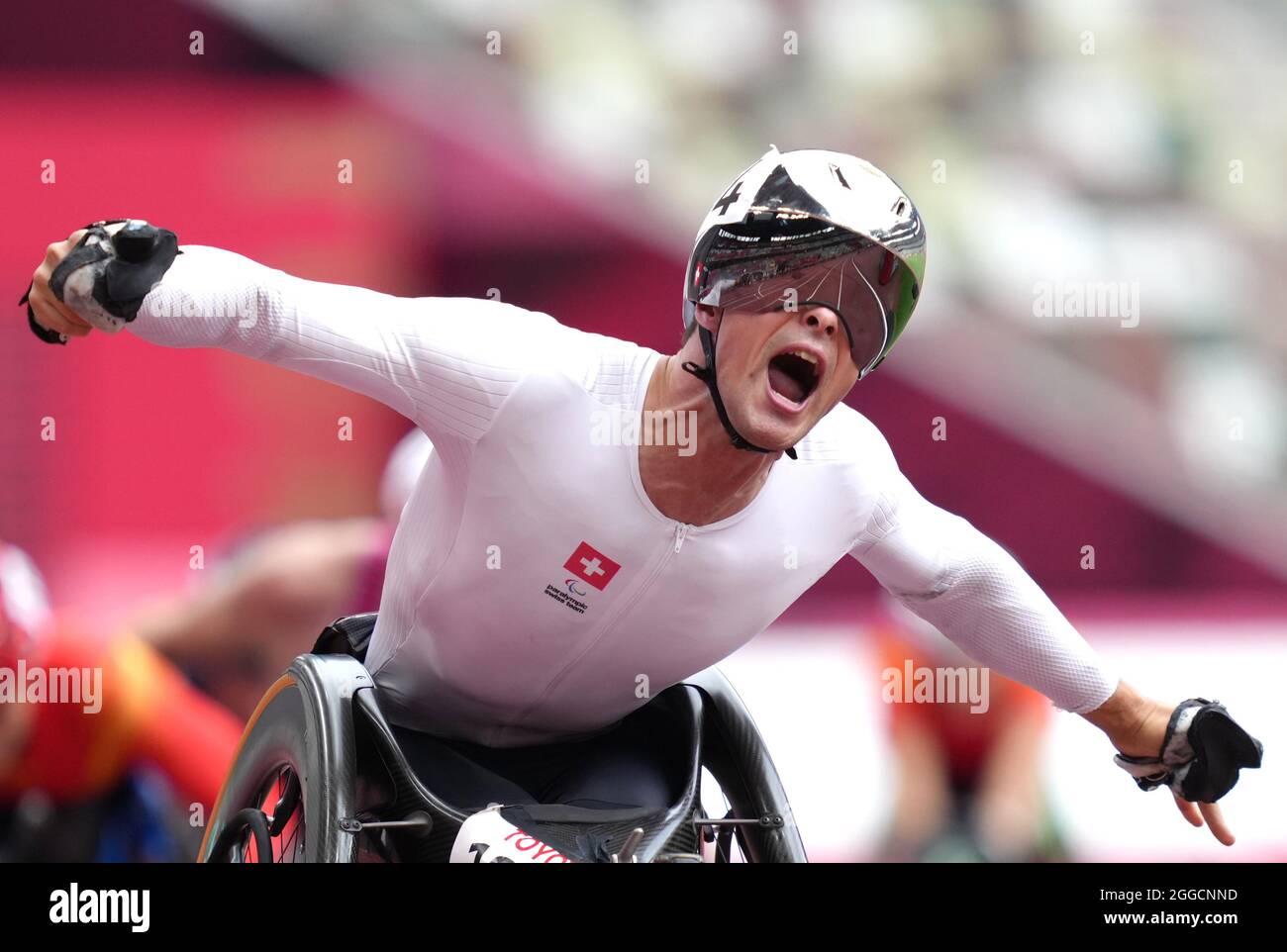Der Schweizer Marcel Hug reagiert darauf, nachdem er am siebten Tag der Paralympischen Spiele in Tokio 2020 das 1500-m-T54-Finale der Männer im Olympiastadion gewonnen hat. Bilddatum: Dienstag, 31. August 2021. Stockfoto