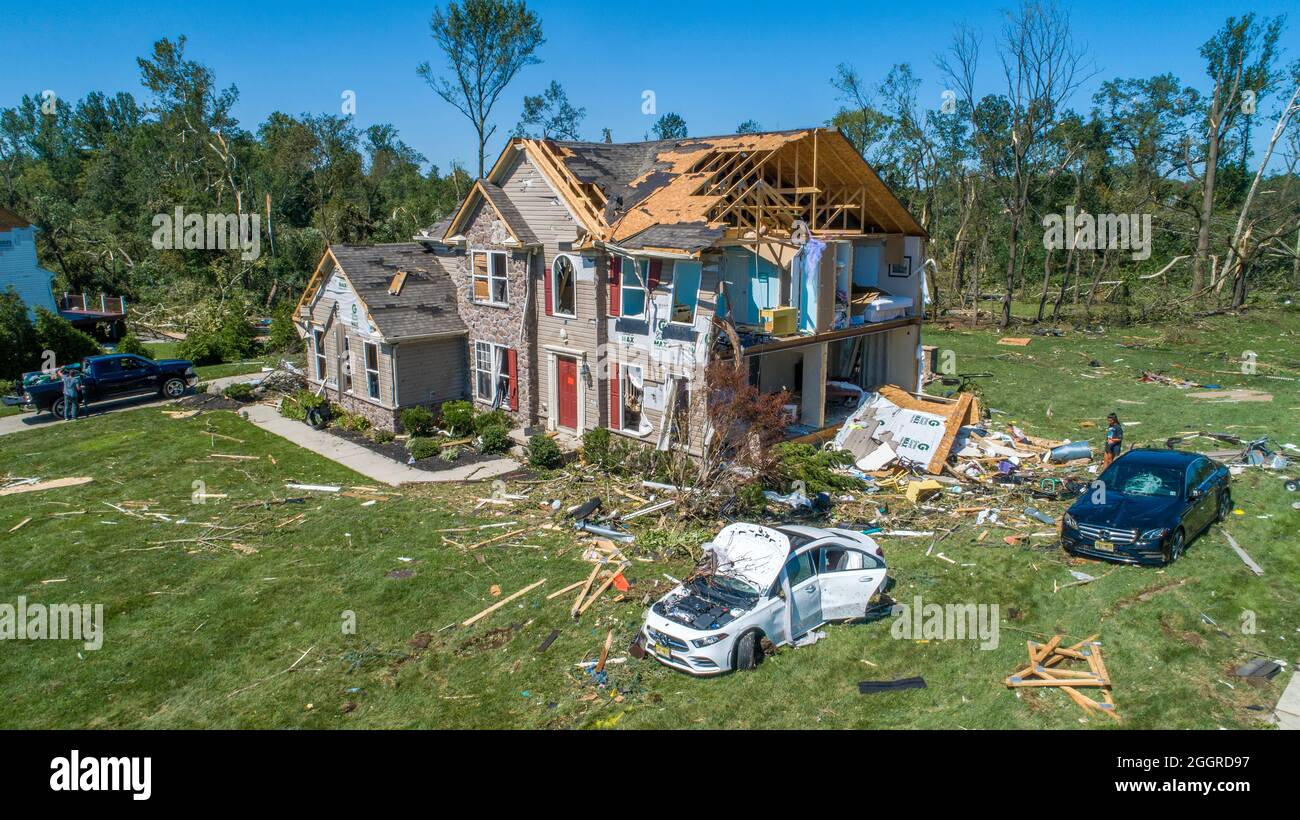 Mullica Hill, New Jersey, USA. September 2021. Mehrere Häuser in Mullica Hill, New Jersey, wurden am Mittwoch zerstört oder schwer beschädigt, da Idas Überreste große Überschwemmungen verursachten und mehrere Tornados in Pennsylvania und New Jersey hervorgebracht haben. (Bild: © Jim z. Rider/ZUMA Press Wire) Bild: ZUMA Press, Inc./Alamy Live News Stockfoto