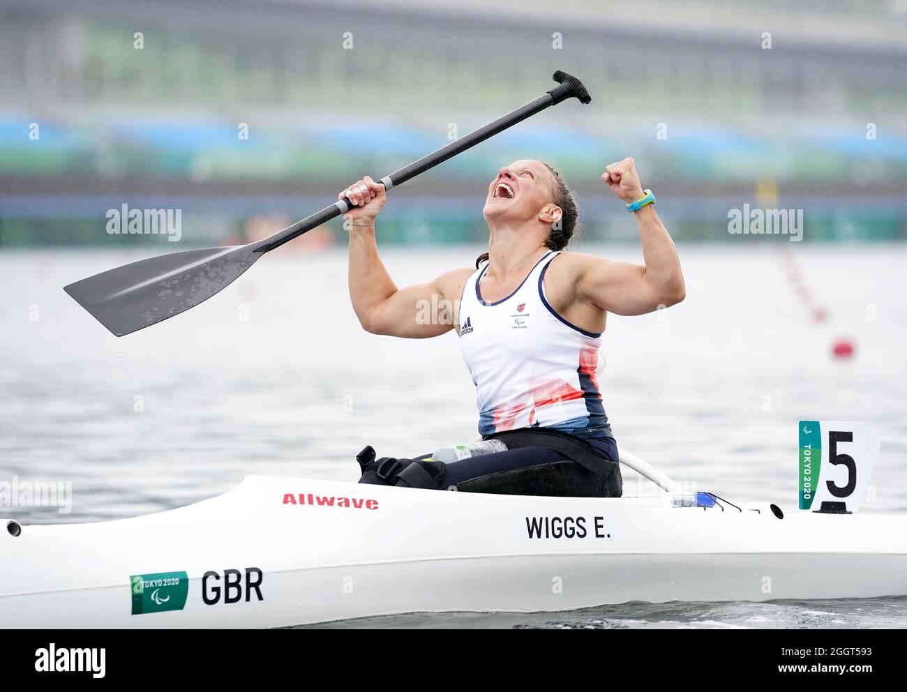 Die britische Emma Wiggs feiert den Gewinn der Goldmedaille beim Frauen-VA'A Single 200m - VL2-Finale A am Sea Forest Waterway am zehnten Tag der Paralympischen Spiele in Tokio 2020 in Japan. Bilddatum: Freitag, 3. September 2021. Stockfoto