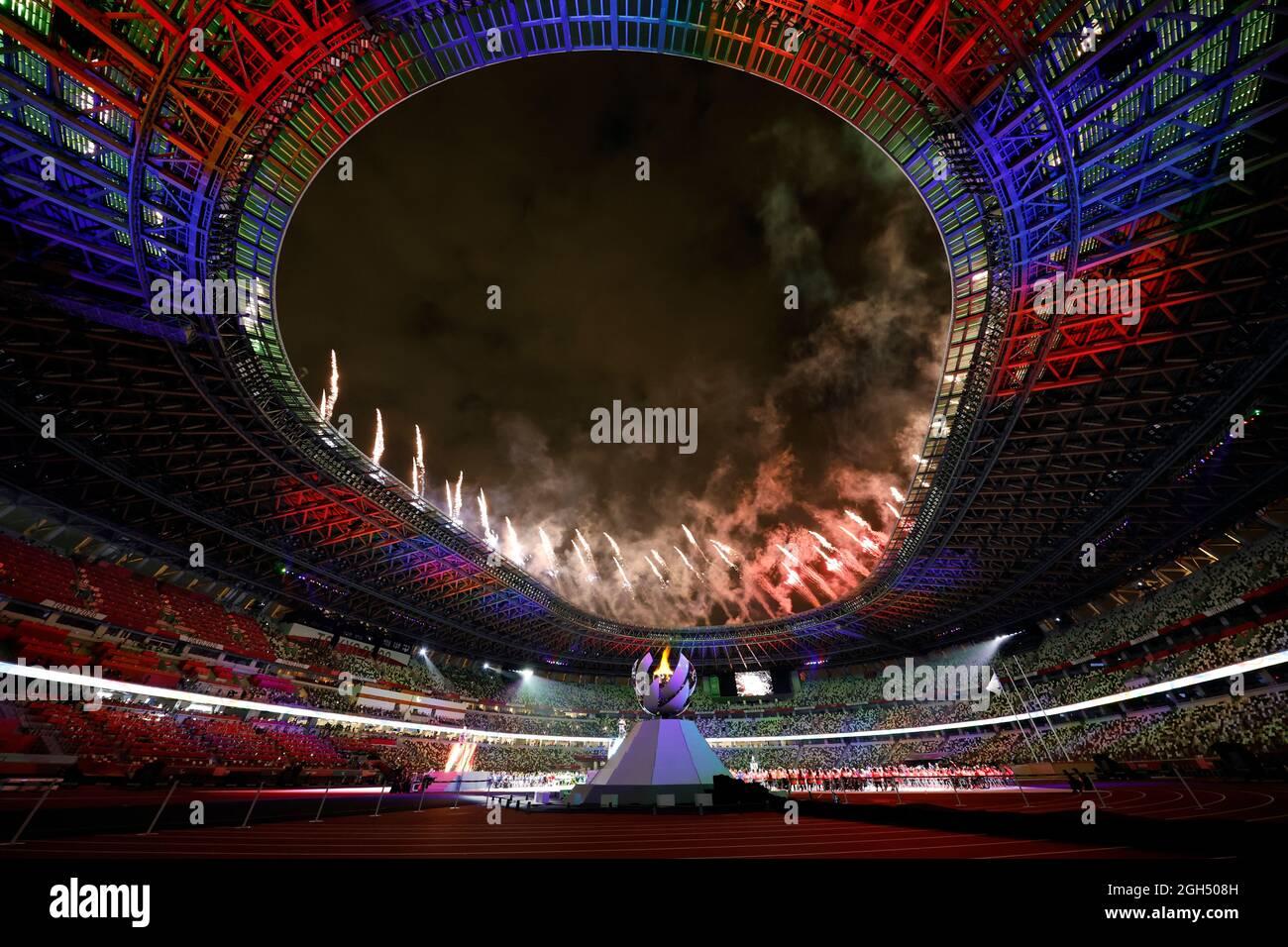 Tokio 2020 Paralympische Spiele - Abschlussfeier Der Olympischen Spiele 2020 In Tokio - Olympiastadion, Tokio, Japan - 5. September 2021. Feuerwerk während der Abschlusszeremonie REUTERS/Issei Kato Stockfoto