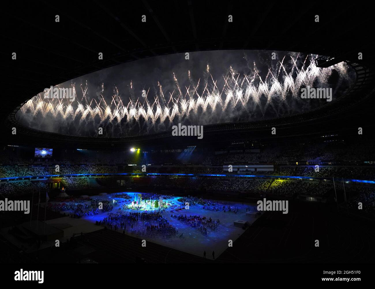Das Feuerwerk explodiert während der Abschlussfeier der Paralympischen Spiele von Tokio 2020 im japanischen Olympiastadion. Bilddatum: Sonntag, 5. September 2021. Stockfoto