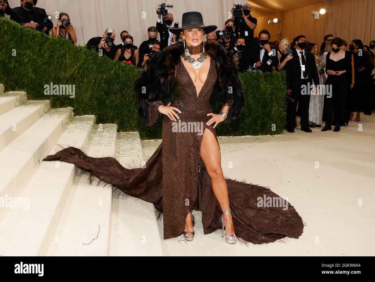 New York, Usa. September 2021. Jennifer Lopez kommt zur Met Gala im Metropolitan Museum of Art, um die Eröffnung von in America: A Lexicon of Fashion in New York City am Montag, den 13. September 2021, zu feiern. Foto von John Angelillo/UPI Credit: UPI/Alamy Live News Stockfoto
