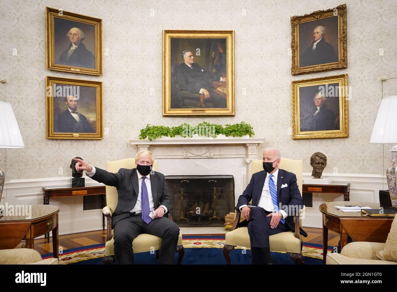 Premierminister Boris Johnson trifft US-Präsident Joe Biden im Oval Office des Weißen Hauses, Washington DC, während seines Besuchs in den Vereinigten Staaten zur Generalversammlung der Vereinten Nationen. Bilddatum: Dienstag, 21. September 2021. Stockfoto
