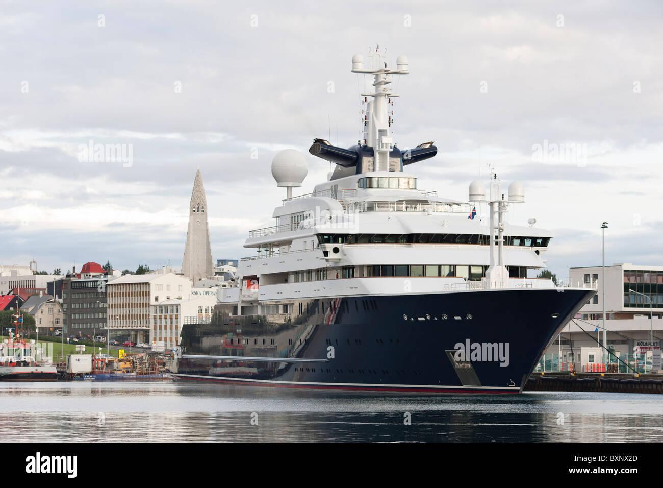 Die Yacht Octopus Im Besitz Von Paul Allen Im Hafen Von Reykjavik