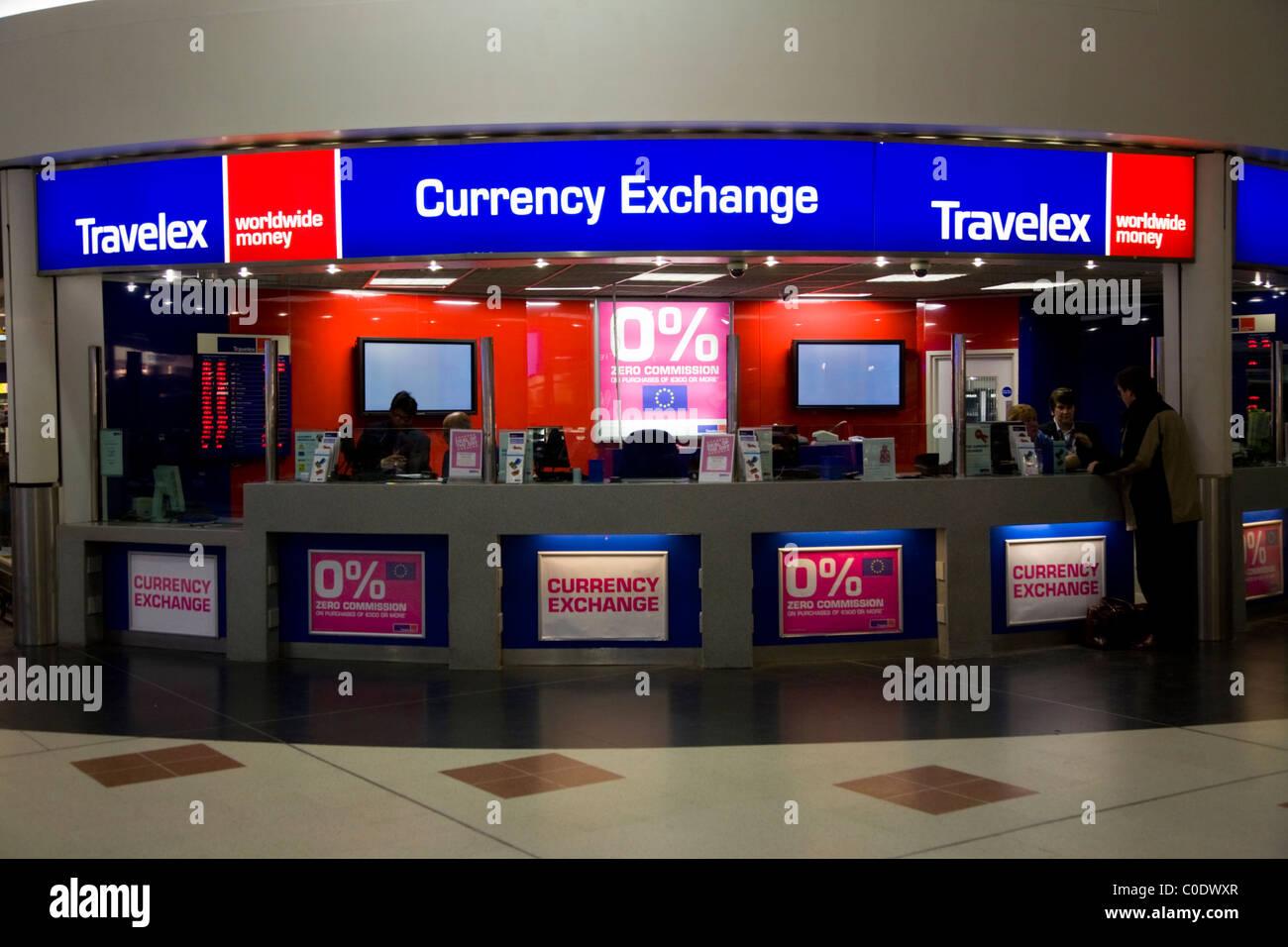 Bureau de change office von travelex am flughafen gatwick