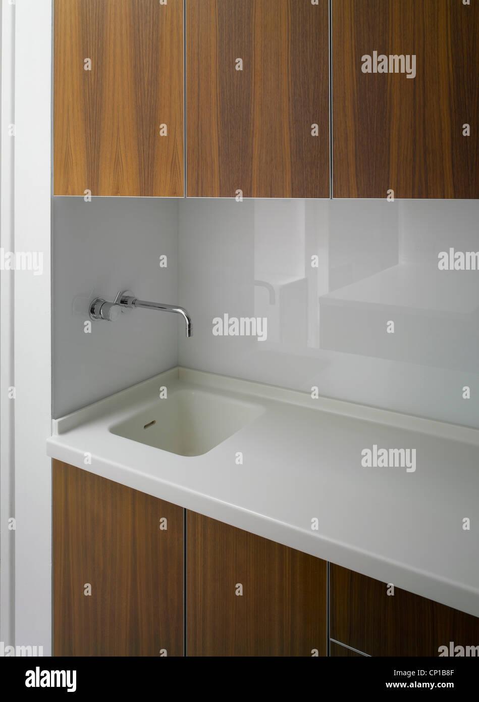wasserhahn aus der wand kuche awesome detail einer mit. Black Bedroom Furniture Sets. Home Design Ideas