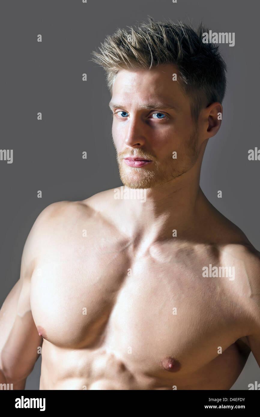 Porträt Von Einem Muskel Sport Mann Mit Blauen Augen Blonden Haaren