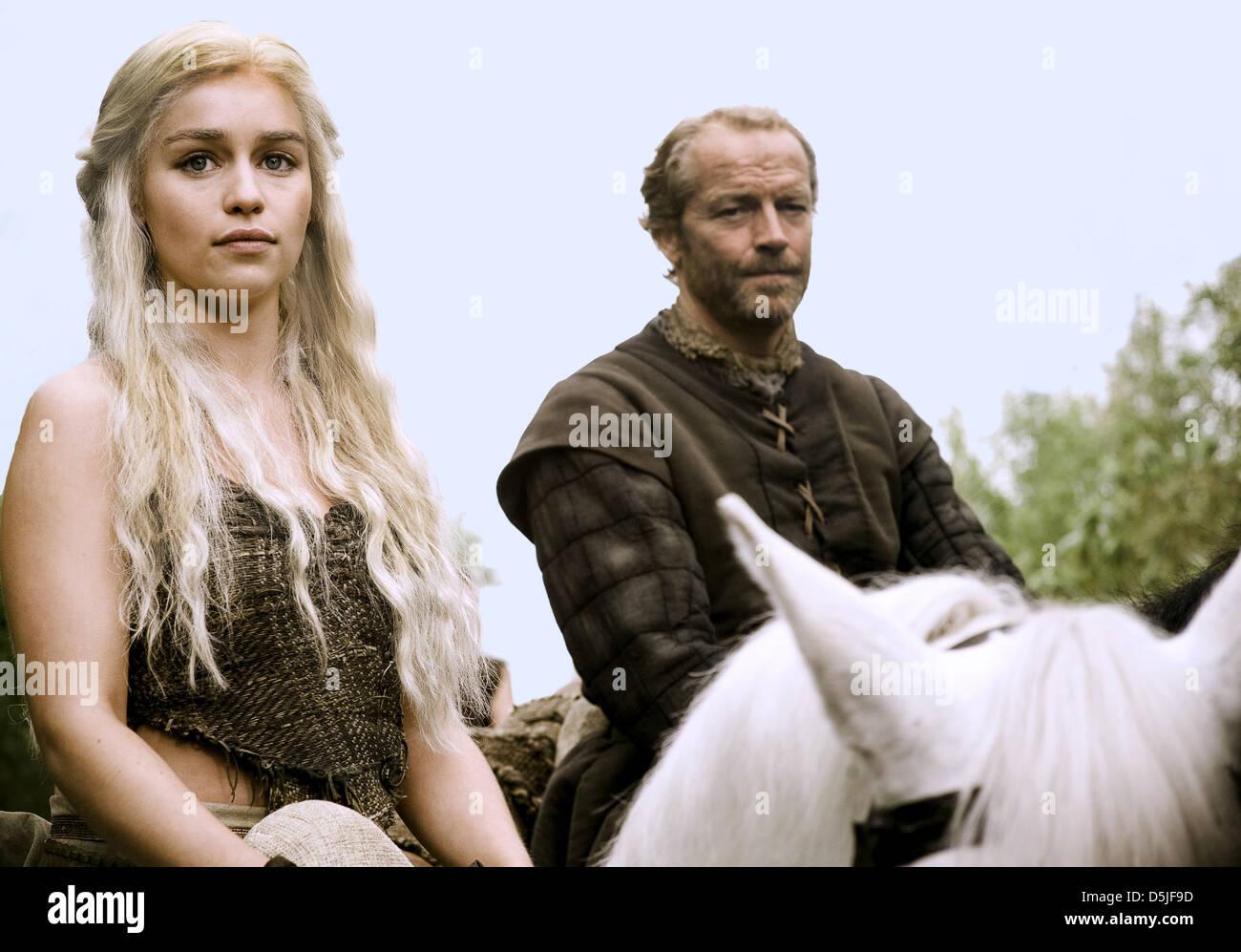Emilia Clarke Iain Glen Game Of Thrones 2011 Stockfoto Bild