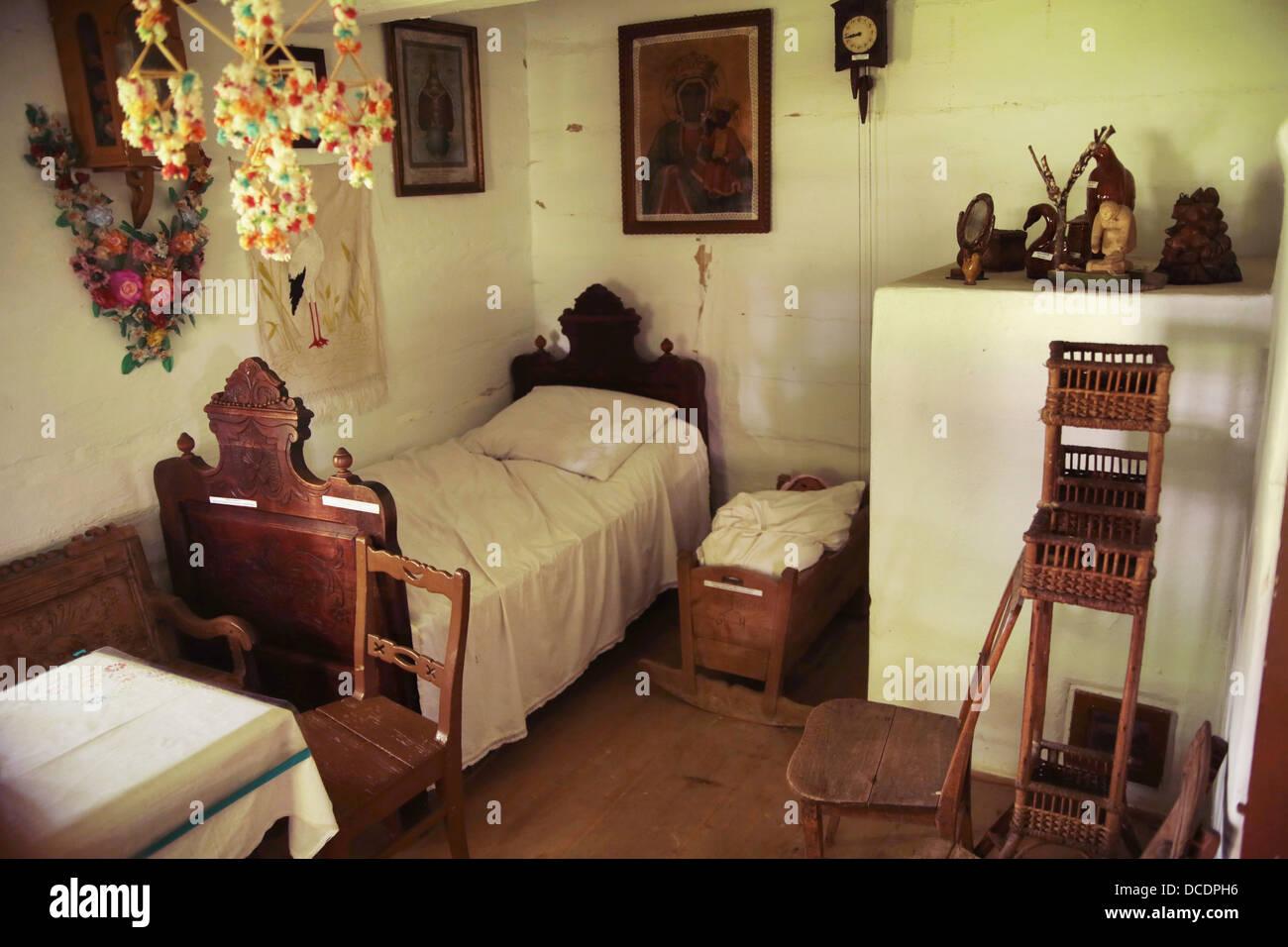 Sehr altes Holz und rustikalen Schlafzimmer Stockfoto, Bild ...