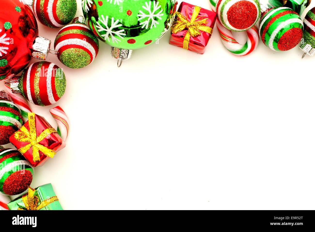 Weihnachten-Ecke-Grenze mit Kugeln, Süßigkeiten und Geschenke ...