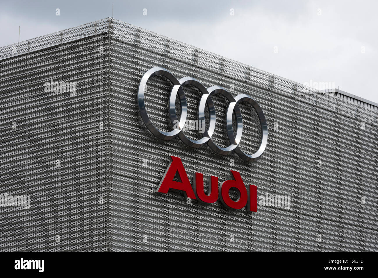 vor ort 16.06.2015, berlin, berlin, deutschland - das audi-logo auf