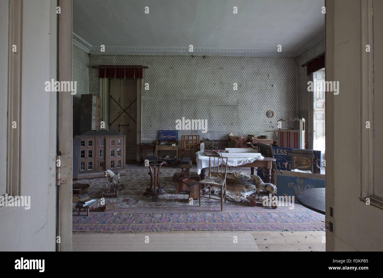 Das Schulzimmer In Calke Abtei Derbyshire Stockfoto Bild 94477017