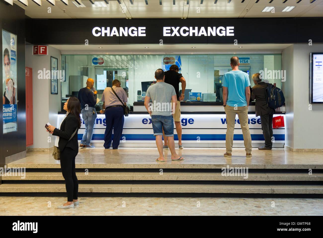Menschen @ bureau de change office betrieben von global exchange