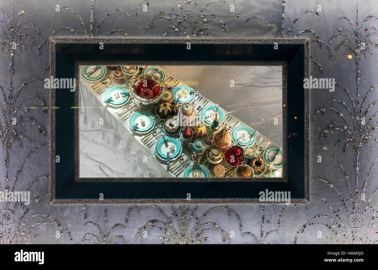 Tiffany & Co. Schaufenster auf der Fifth Avenue in New York City ...
