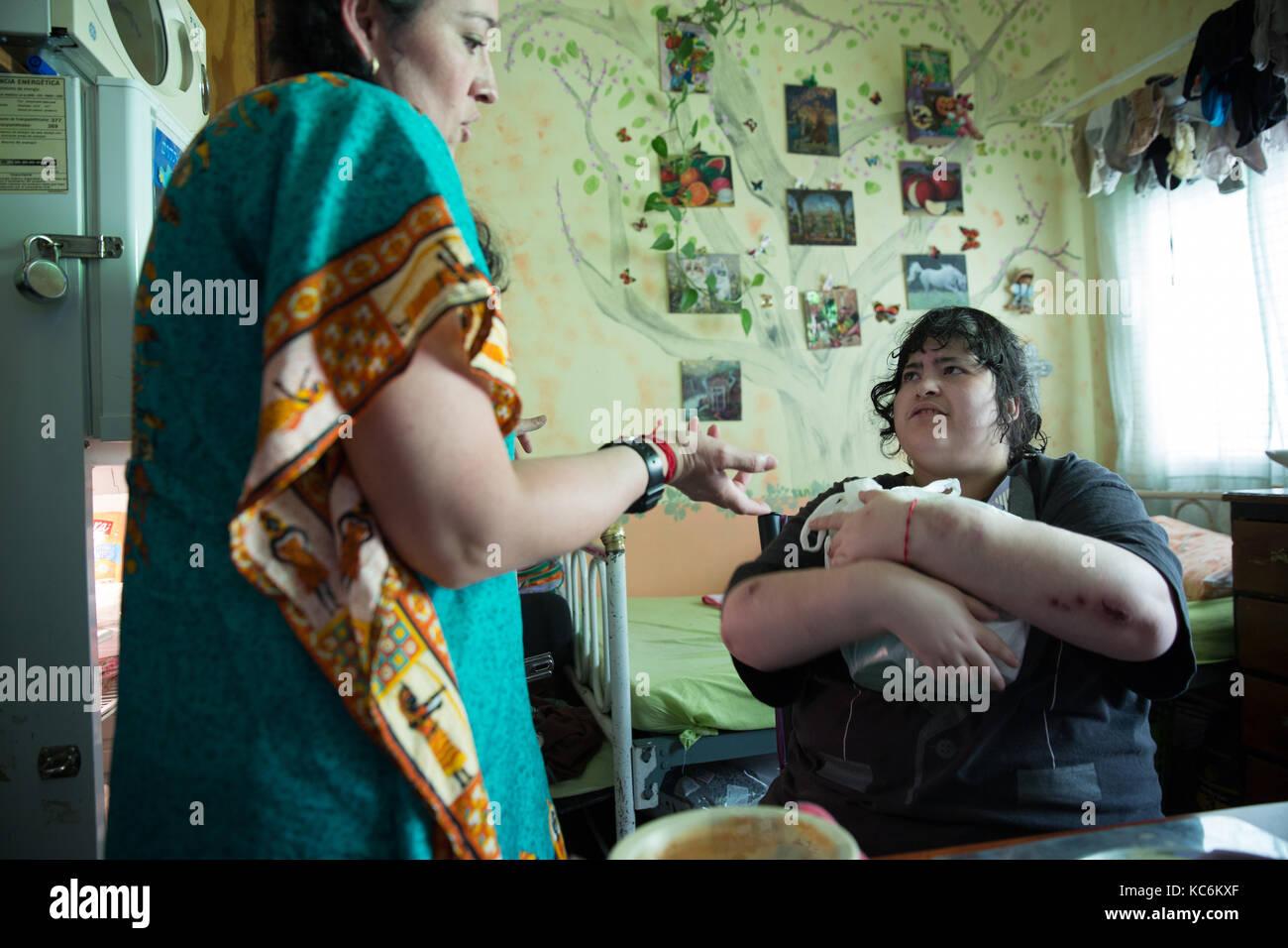 Kühlschrank Verriegelung : Citlalli erhält umgekippt und kupplungen einen topf mit popcorn