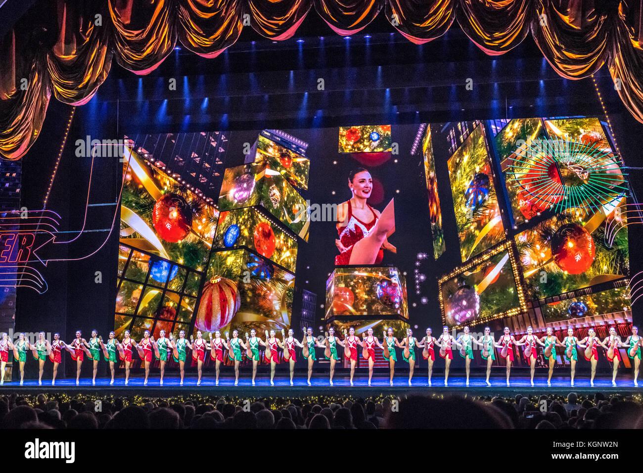 New York, USA, 10. November 2017. Die Radio City Rockettes. Während ...
