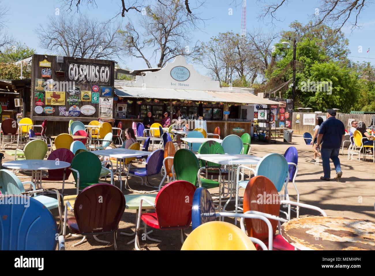 Die Leute Trinken In Der Freundliche Ort Ice House Bar Und Cafe