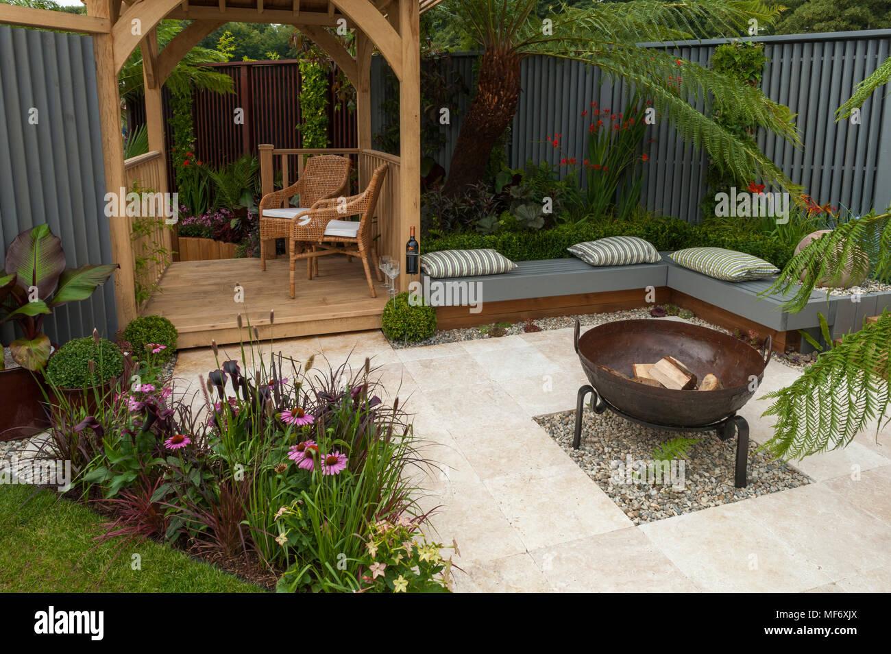 Etwas Neues genug Sitzgelegenheiten, Pavillon, Terrasse Feuerstelle und Blumen im @LG_48