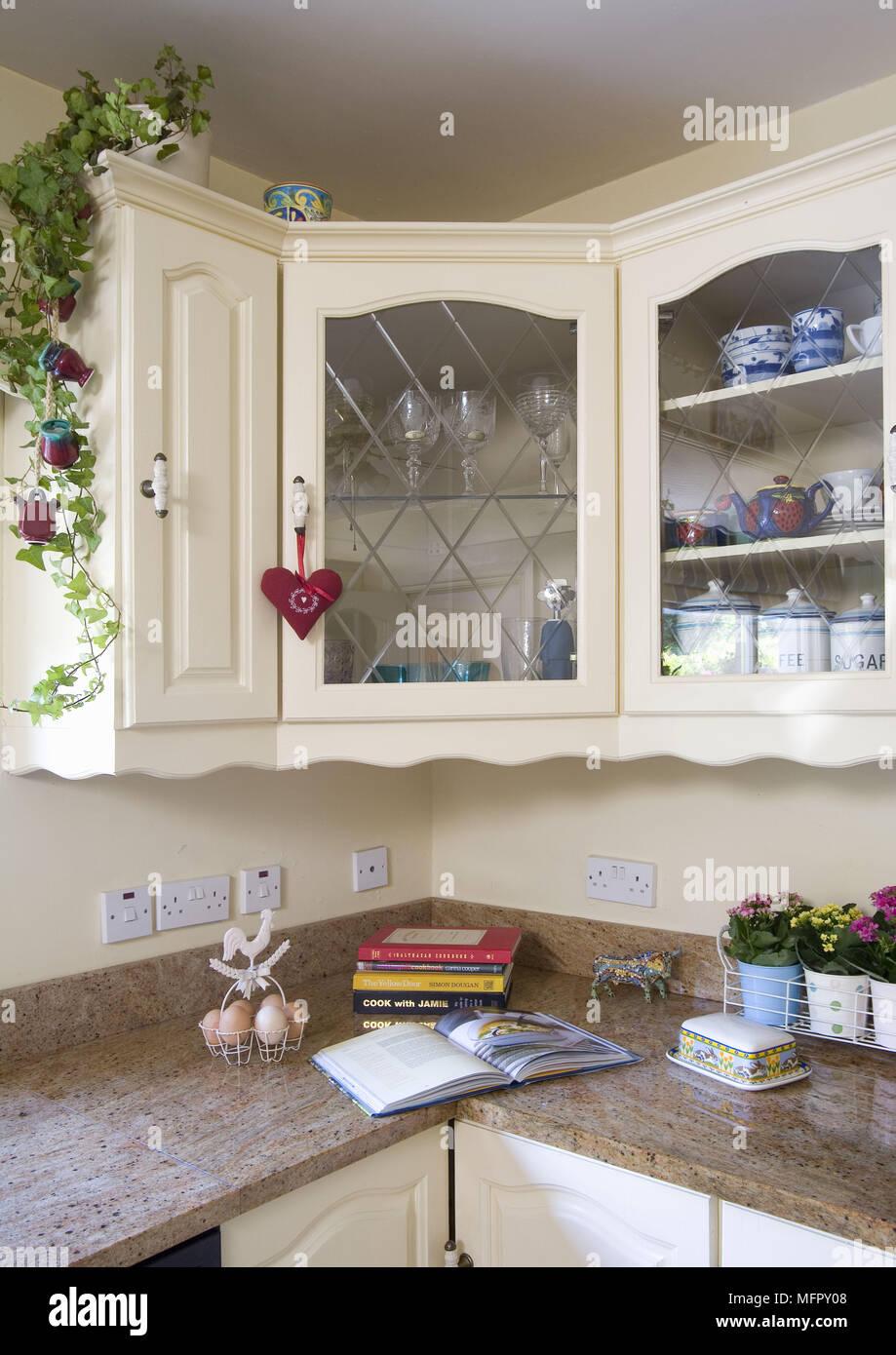Moderne Shaker style Küche mit Creme Einheiten Stockfoto, Bild ...