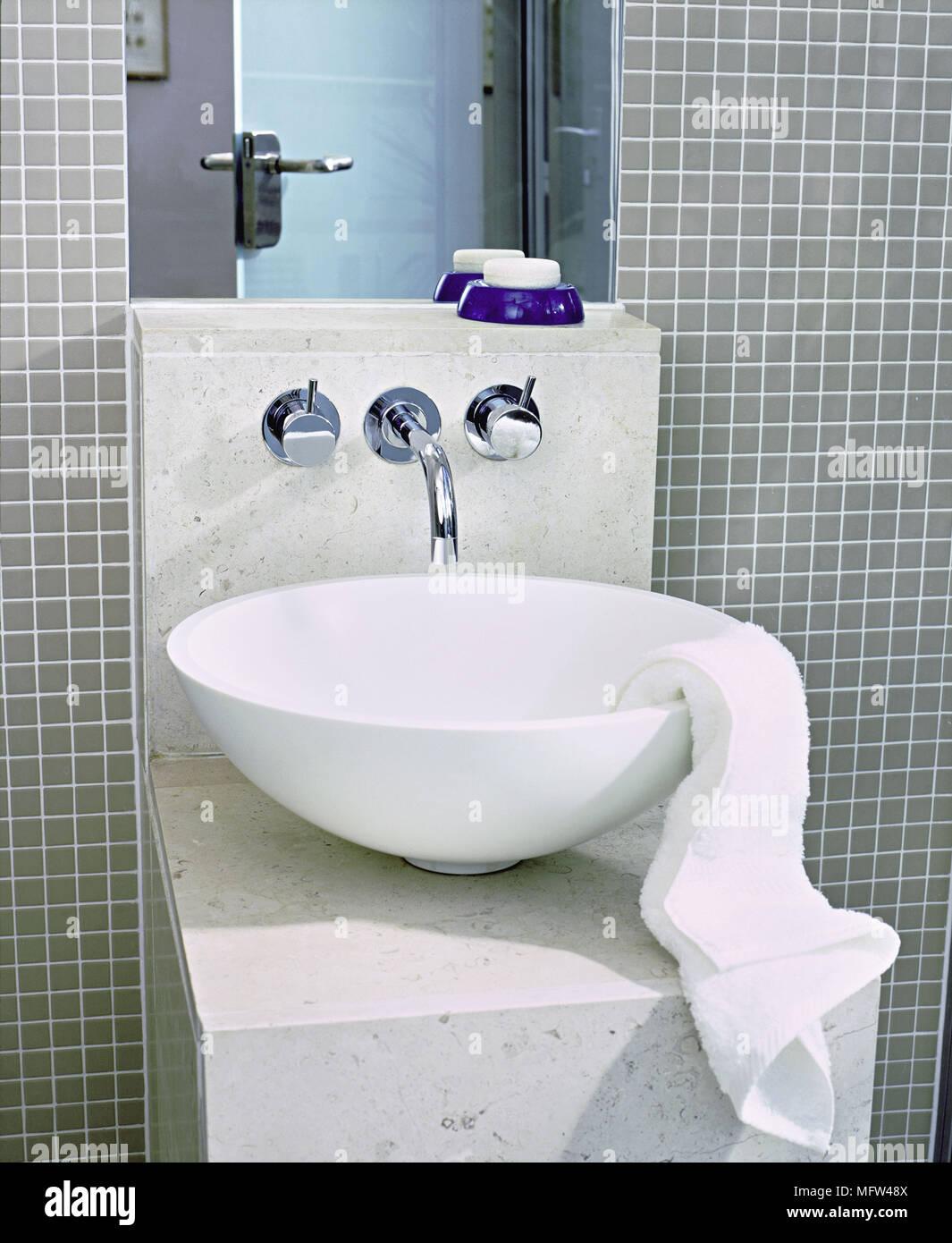 Ein Detail Einer Modernen Bad Grau Mosaikfliesen Schussel