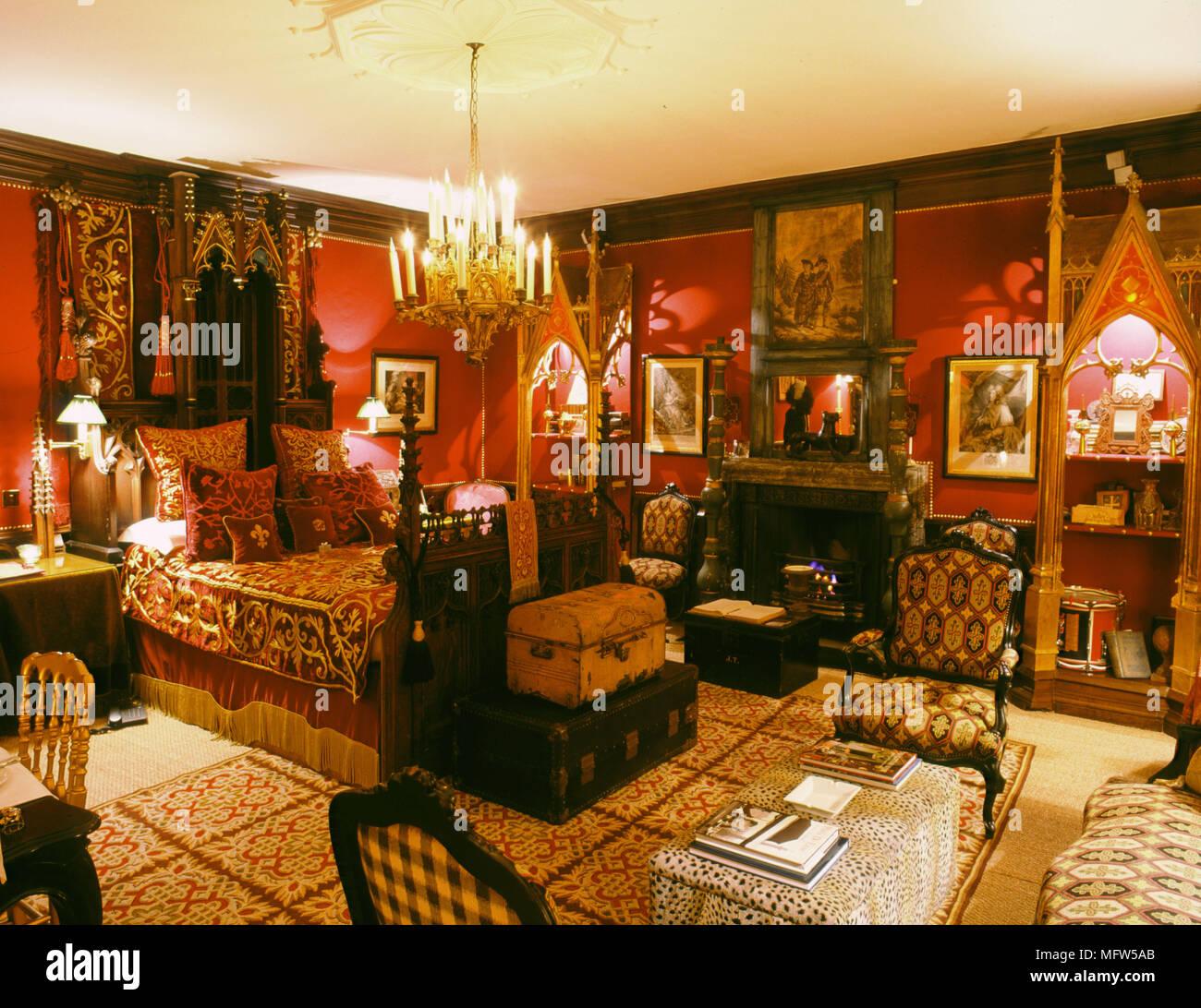 Traditionelles rotes Schlafzimmer aus Holz geschnitzte Bett samt ...