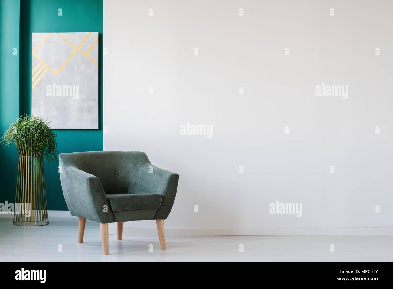 Minimalistische wohnzimmer interieur mit leeren weißen wand grünen
