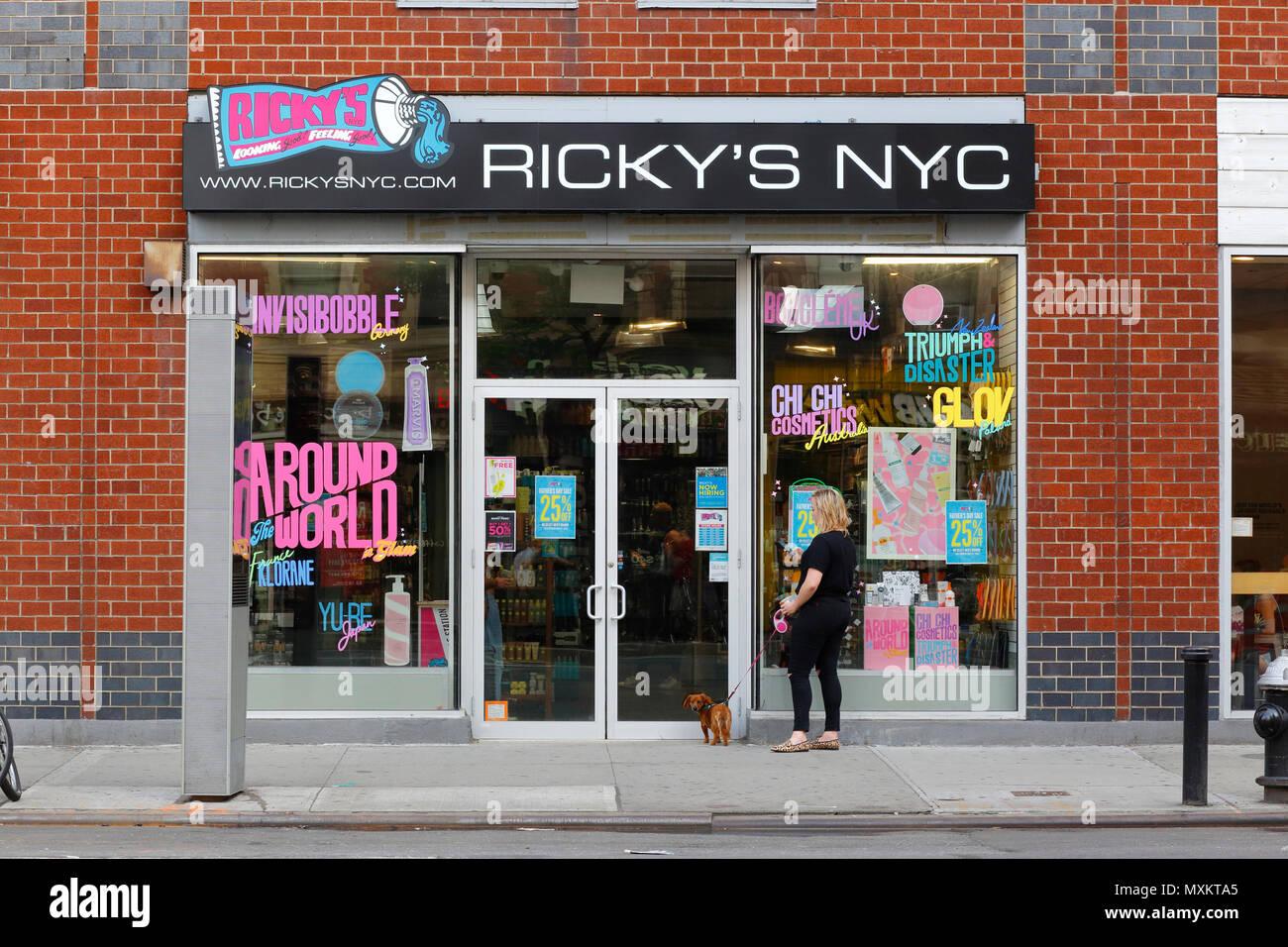 Ricky S Nyc 142 8th Ave New York Ny Stockfoto Bild 188520925