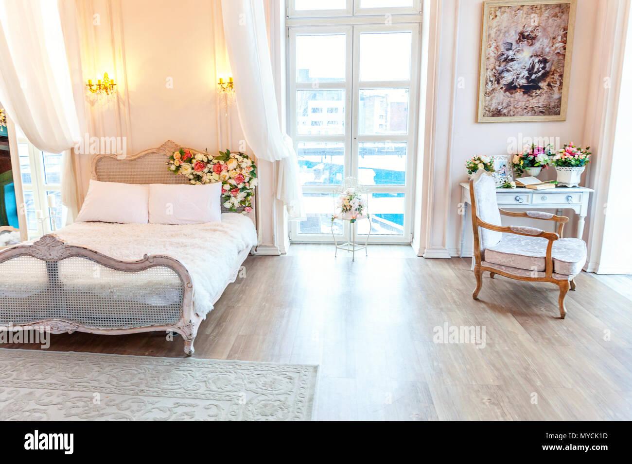 Schonen Luxus Klassische Weisse Helle Saubere Inneneinrichtung