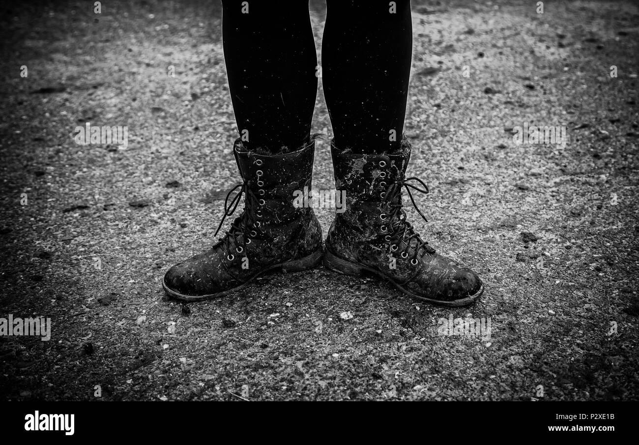 Frauen Stiefel Im Schlamm Detail Der Schmutzigen Stiefel Und