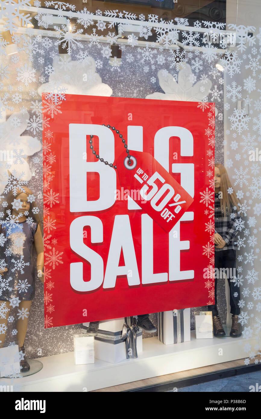 680684dc3a5a59 Verkauf Zeichen in Schaufenster