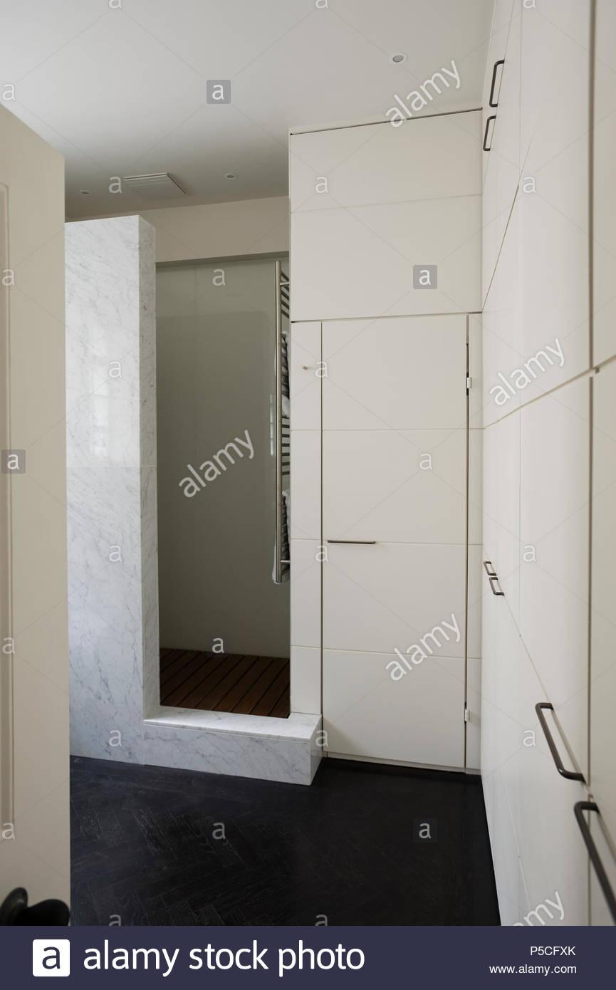 Moderne Duschkabine Im Badezimmer Stockfoto Bild 209873627 Alamy