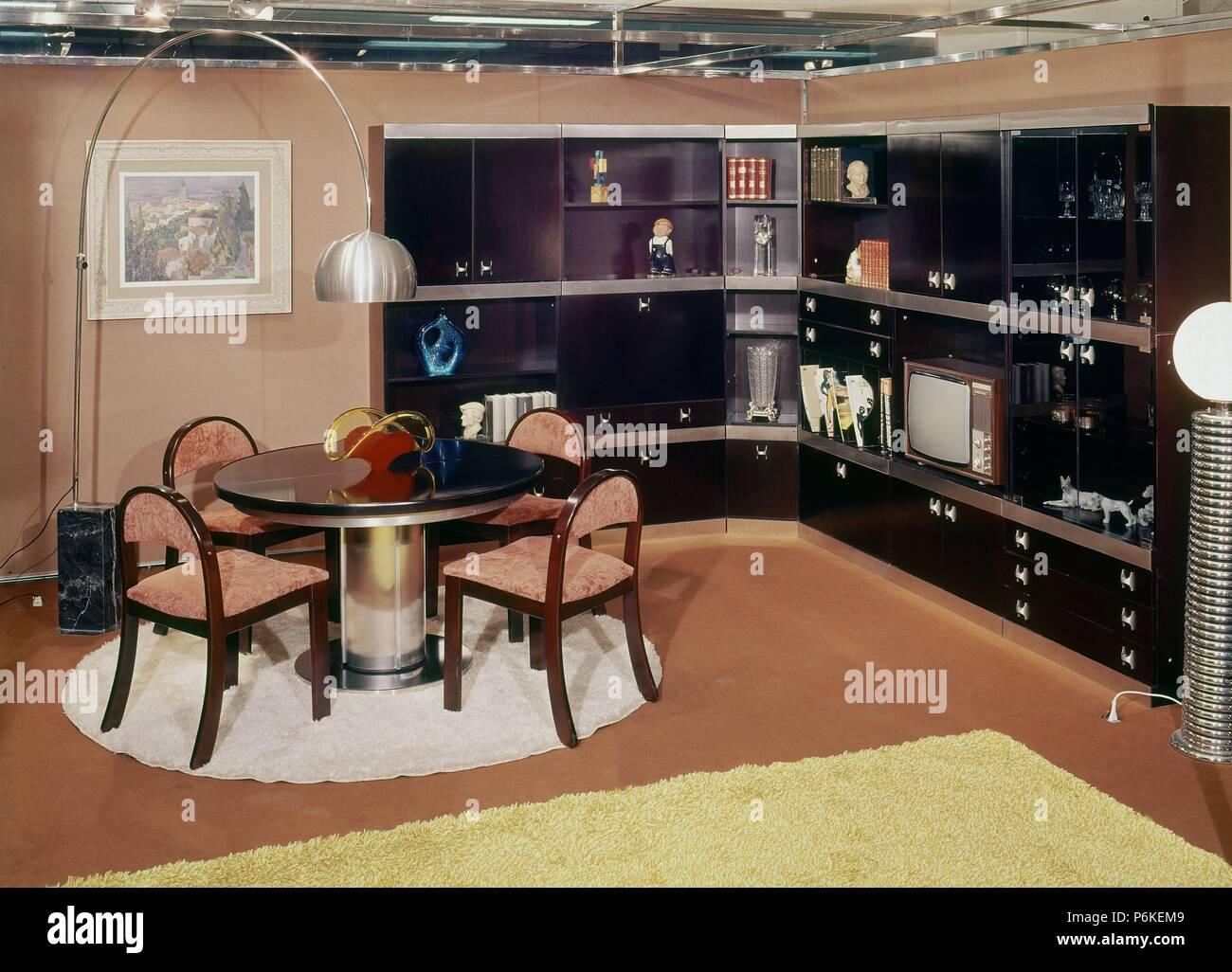 DECORACION-salon Comedor: Años 70 Stockfoto, Bild: 210640985 - Alamy