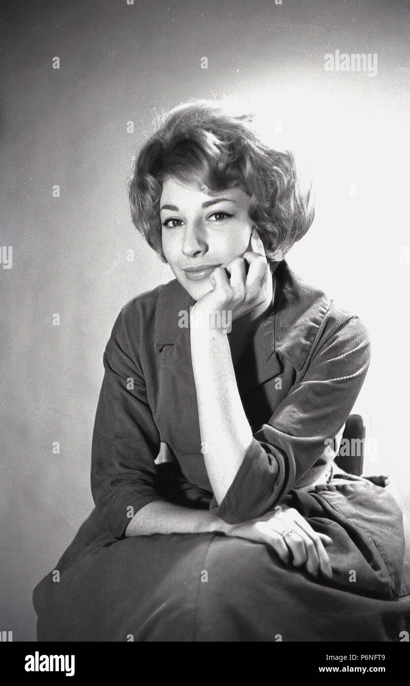 1950er Jahre Foto Von Eine Attraktive Junge Dame Mit Einem Bouffant