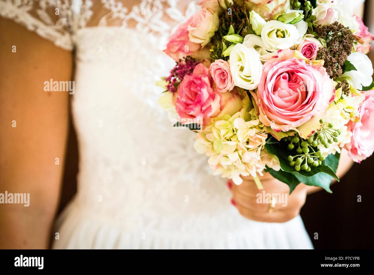 Ein Brautstrauss Fur Die Braut Am Tag Der Hochzeit Stockfoto Bild