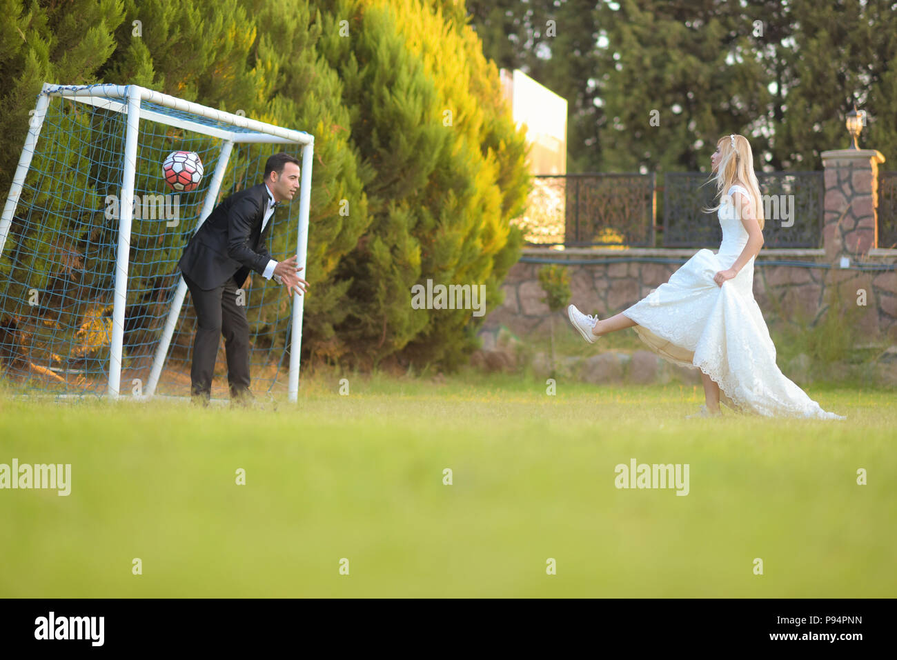 Hochzeit Braut Und Brautigam Fussball Spielen Fussball Spiel