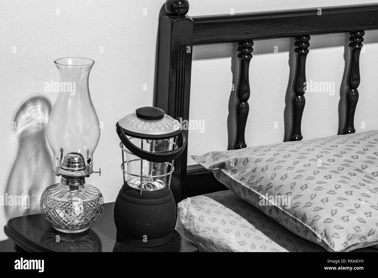 Vintage Wick Kerosin Ol Lampe Und Moderne Batteriebetriebene Lampe