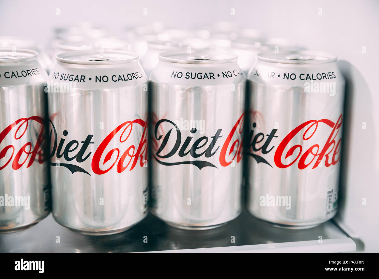 Kühlschrank Dosen : London juli dosen cola im kühlschrank haltbar