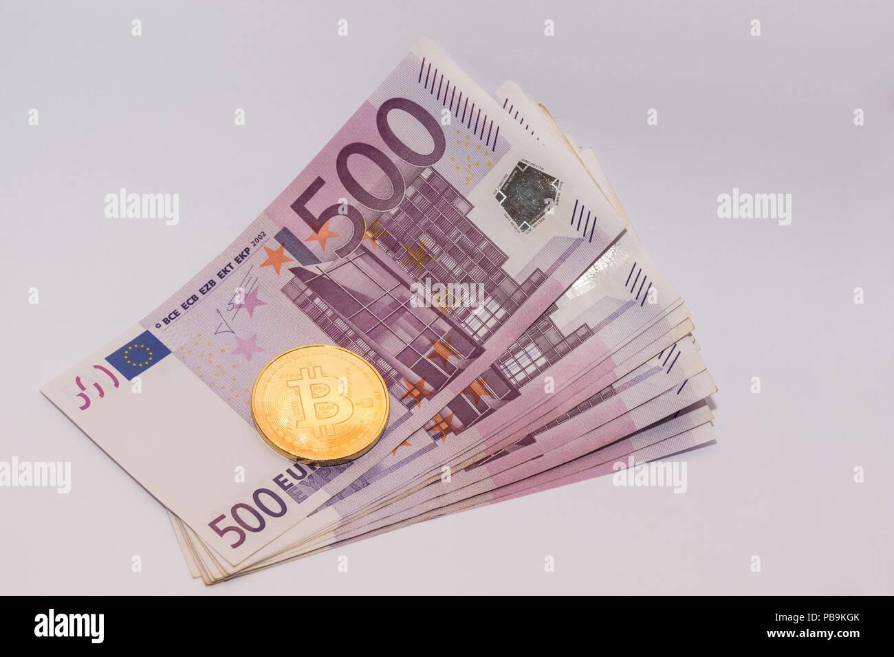 Bitcoin Goldene Münze Auf 500 Euro Rechnungen Stapel Stockfoto Bild