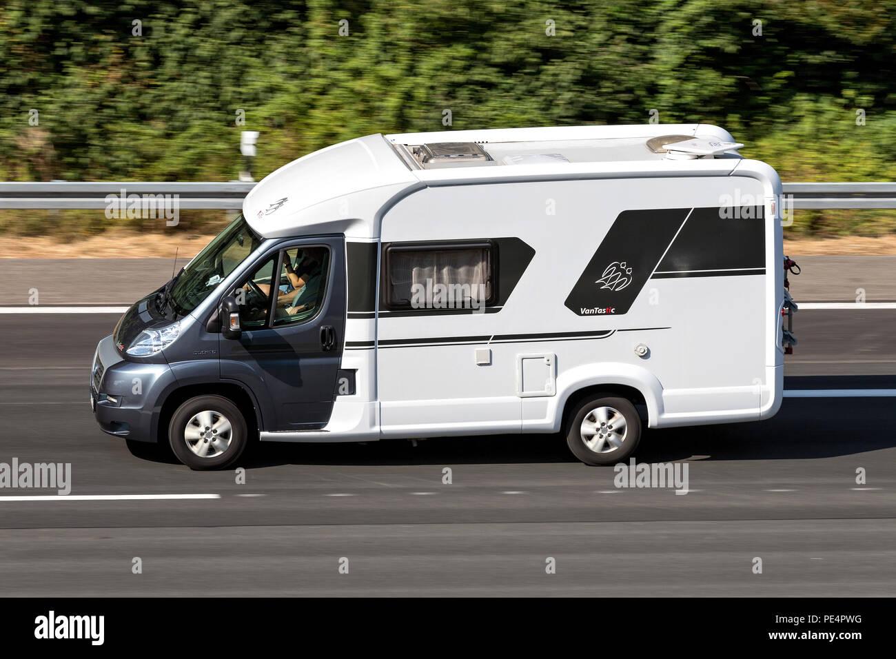 Knaus Vantastic Camper Auf Der Autobahn Knaus Tabbert Ist Einer Der
