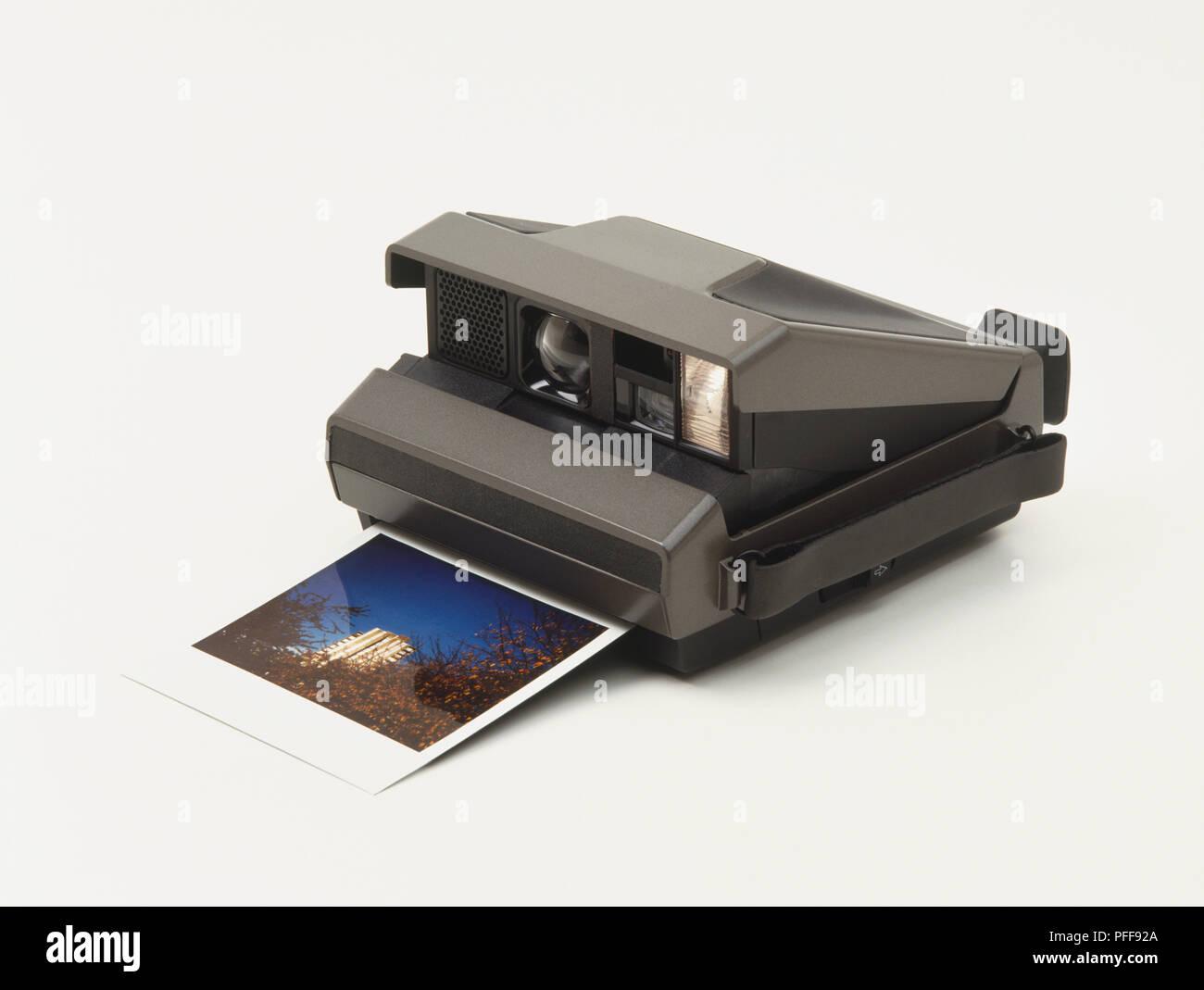 Polaroid Kamera Mit Fotografischen Drucken Aus Papier Steckplatz