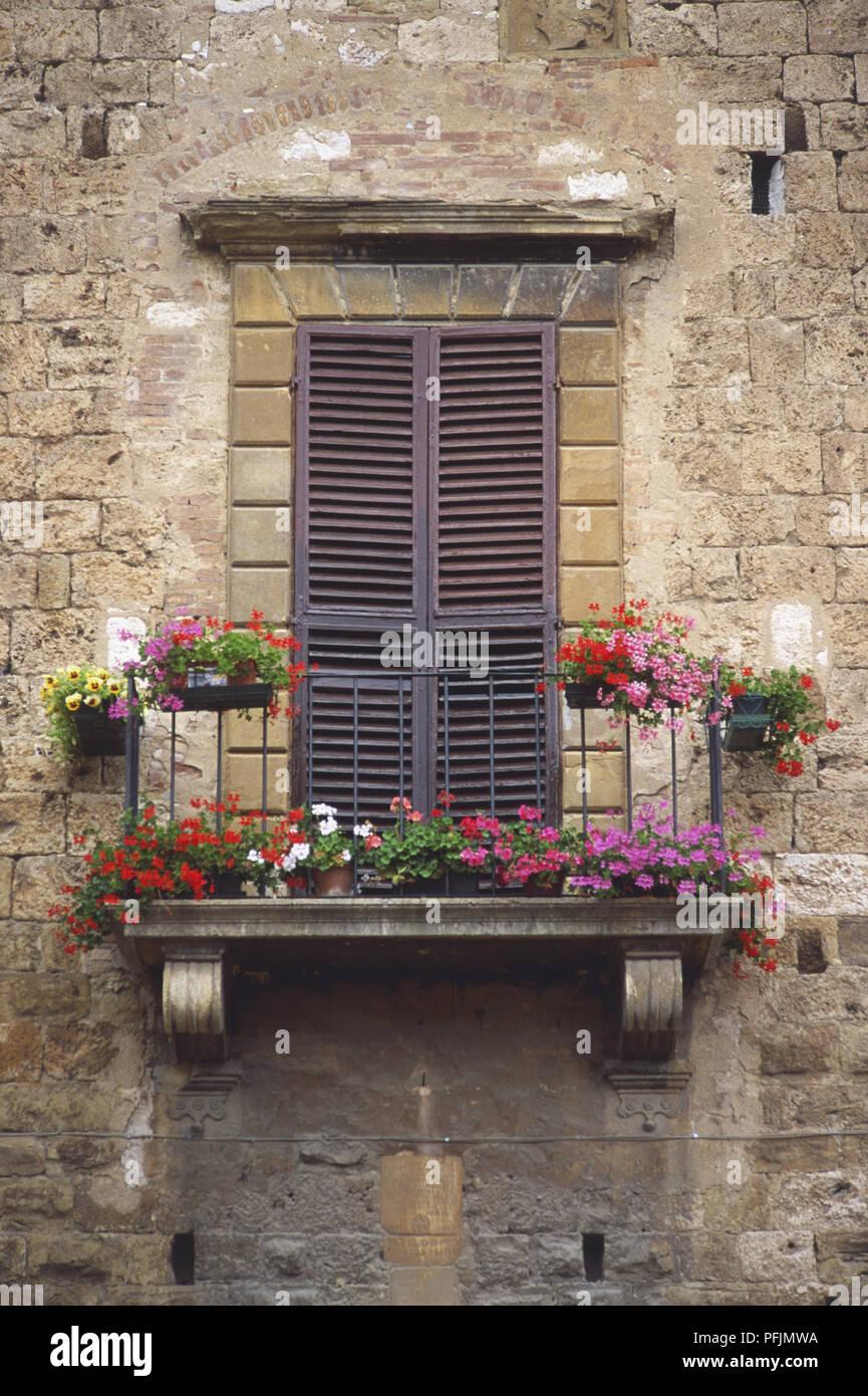 Italien Toskana Franzosischer Balkon Mit Rosa Roten Und Weissen