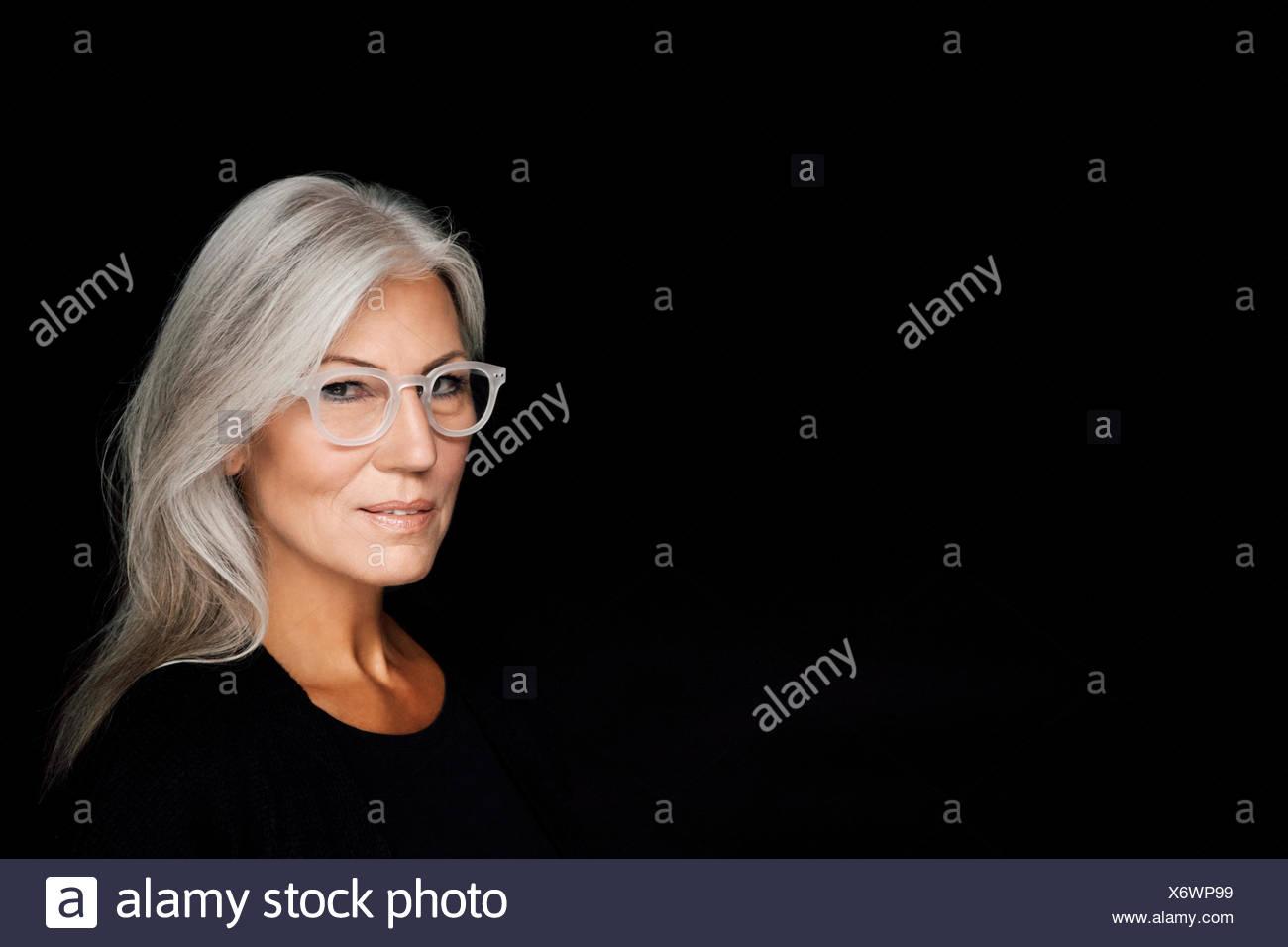 Porträt Von Reife Frau Mit Grauen Haaren Die Das Tragen Einer
