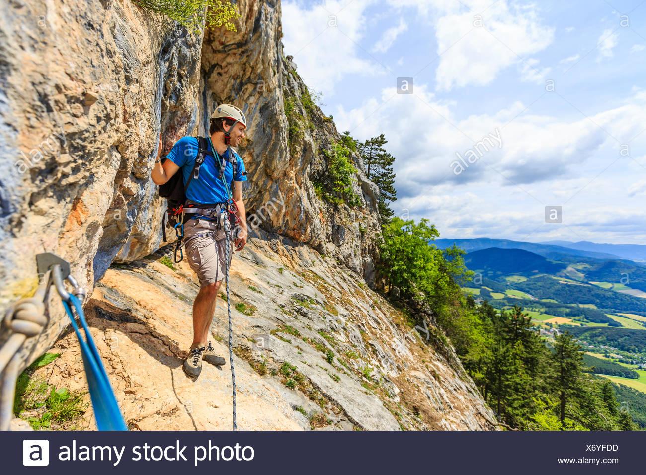 Klettersteig Austria : Bergsteiger auf der eichertsteig klettersteig grünberg