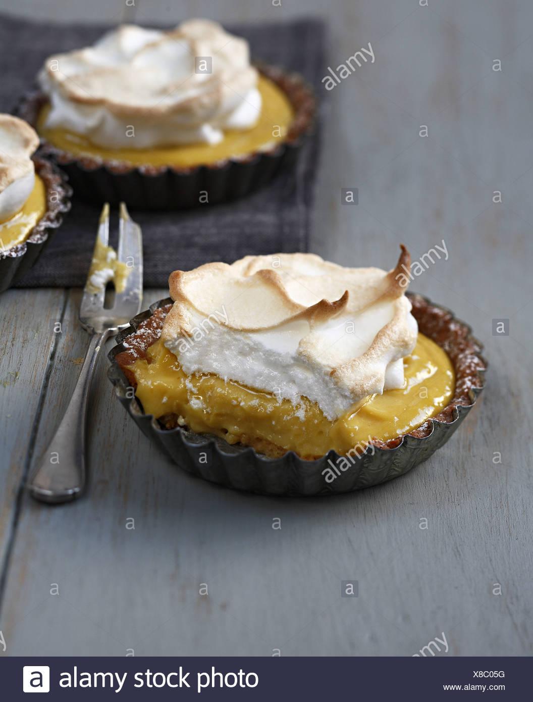 Einzelne Zitrone Baiser Kuchen Stockfoto Bild 280546716 Alamy