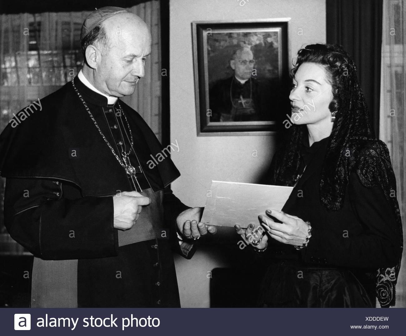 Weskamm, Wilhelm, 13.5.1891 - 21.8.1956, German clergyman, Bischop of Berlin 4.6.1951 - 21.8.1956, presenting the Papal Benedict Stockbild