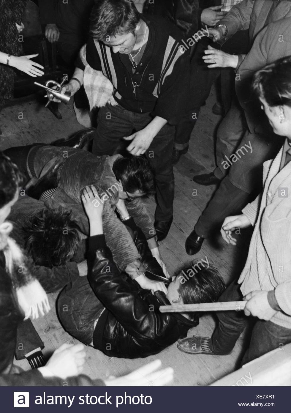 Haley, Bill, 6.7.1935 - 9.2.1981, American musician (Rock'n Roll), rioting fan people during concert, Berlin, Germany, 26.10.195 Stockbild