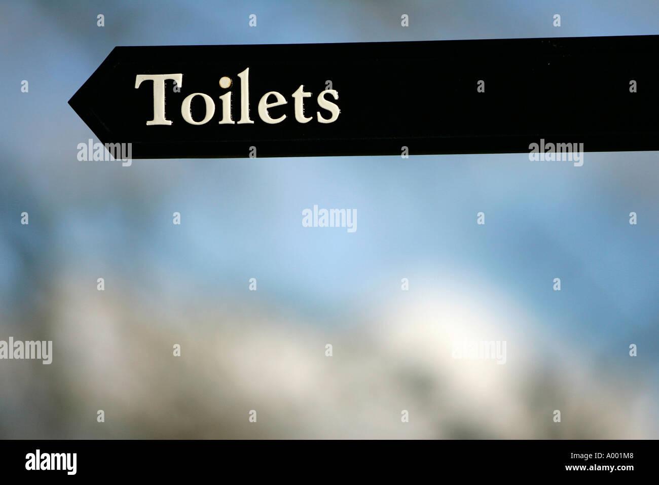 WC Schild Unterzeichnung alphabetischer Billboard Buchstaben ...