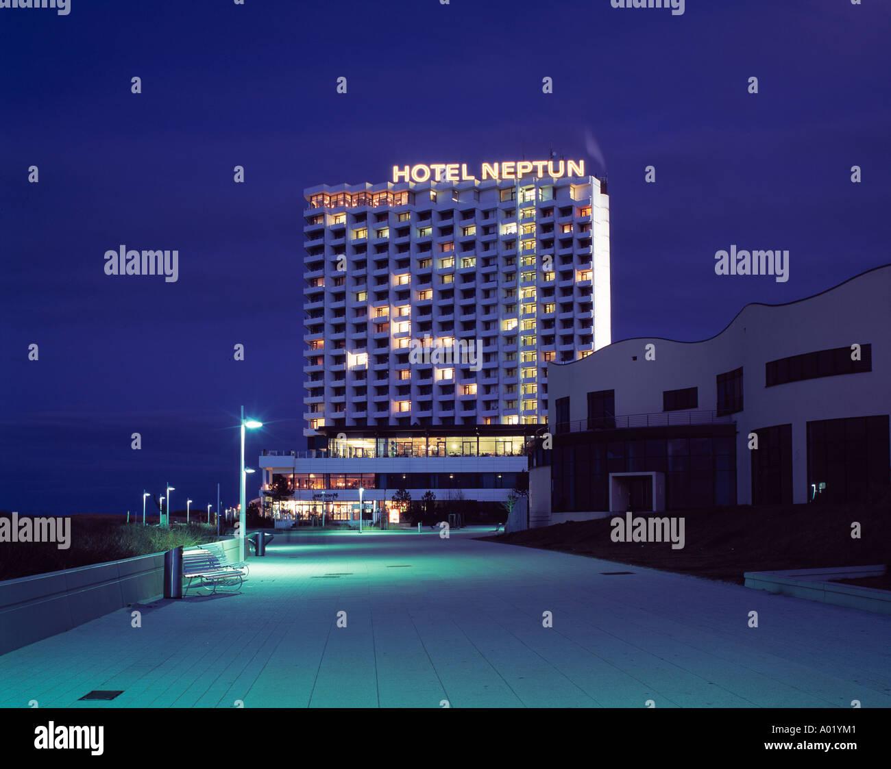 Hotel neptun bei nacht rostock warnem nde seebad ostsee for Das resort warnemunde