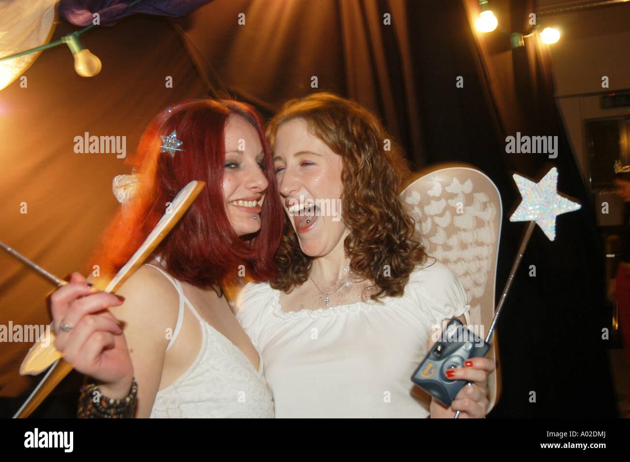 Ziemlich Verkleiden Mädchen Partei Fotos - Hochzeit Kleid Stile ...